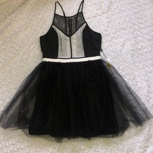 BCBGENERATION BLACK AND WHITE TULLE DRESS SZ 10